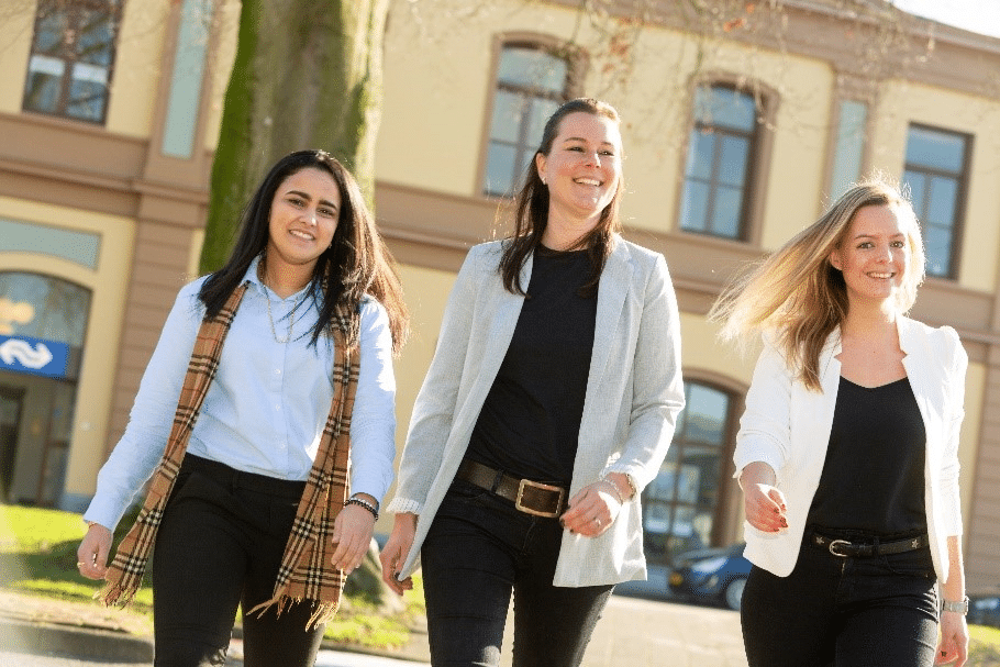 Jessica Bennink, Esma Mouch en Vera Blom